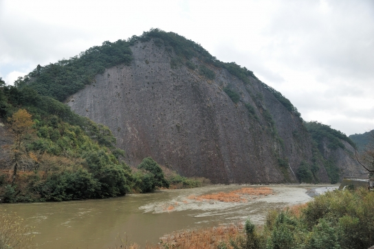 古座川と一枚岩
