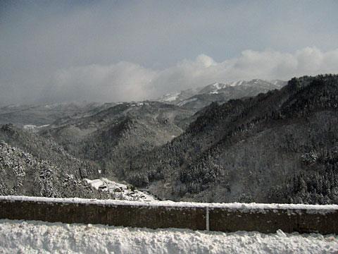 吹雪の後の東海北陸道