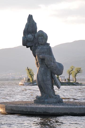 八重垣姫の像