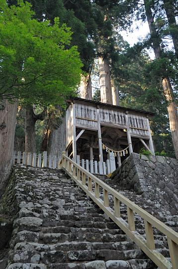 白山中居神社 本殿