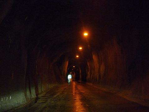 佐久間ダム付近のトンネル