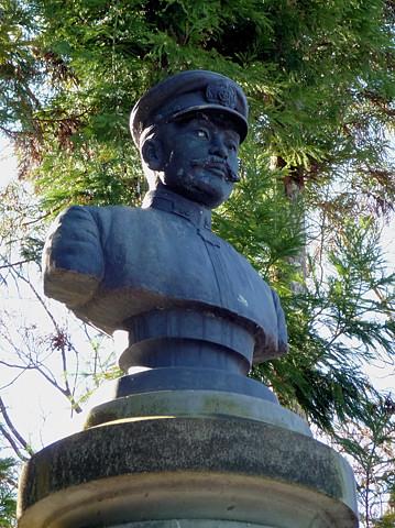 広瀬武夫の胸像