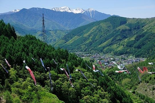 木曽駒ヶ岳と鯉のぼり