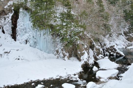 青氷の滝と飛騨川