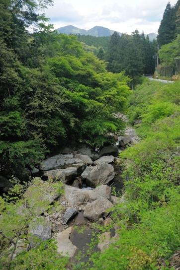 長走りの滝上流から