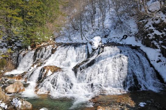 残雪の魚帰滝