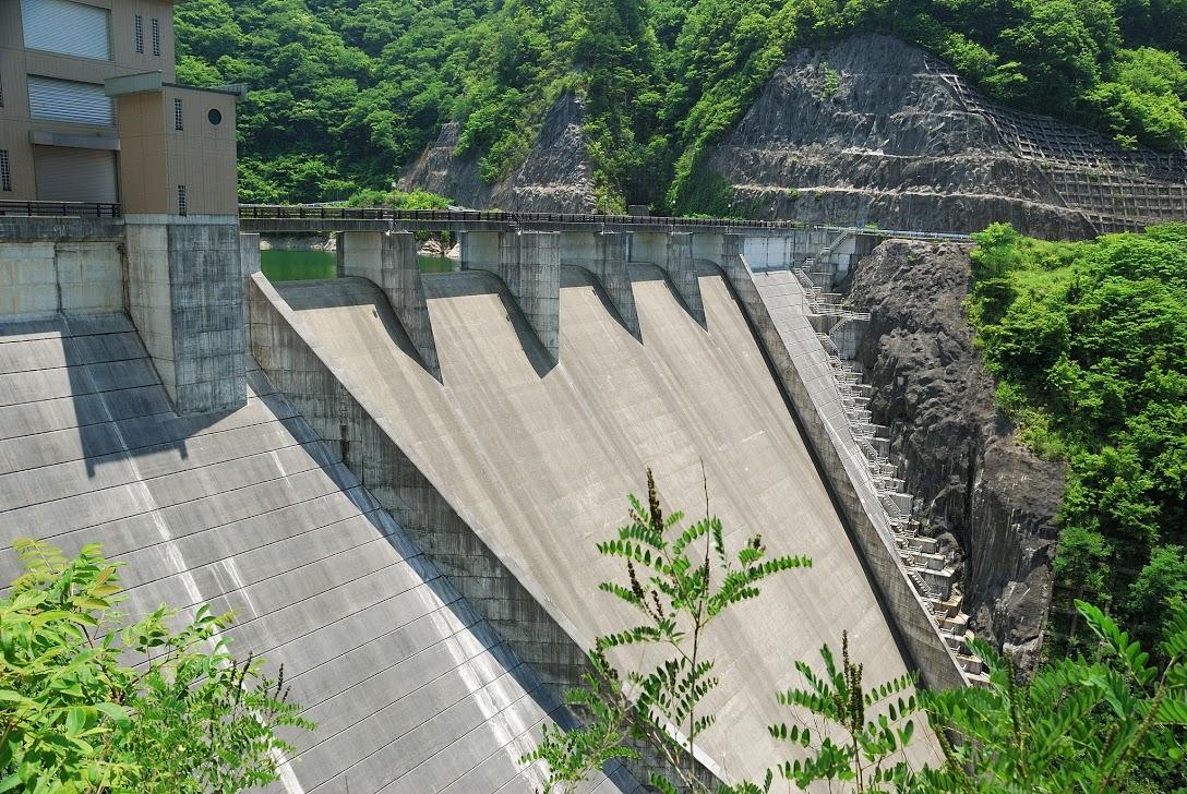 大島ダムと箒滝