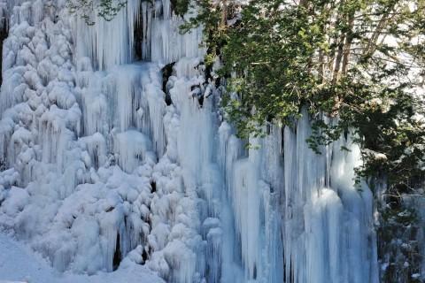 青氷の滝など